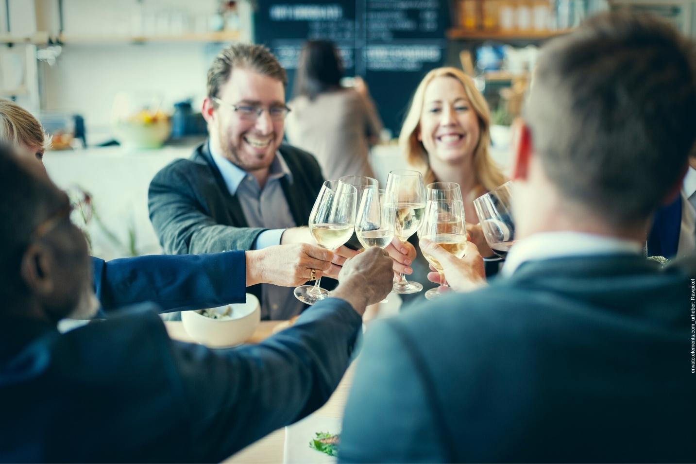 Hier erhalten Sie Ideen für ein Betriebsfest, um die Mitarbeitermotivation Ihres Betriebs zu steigern.