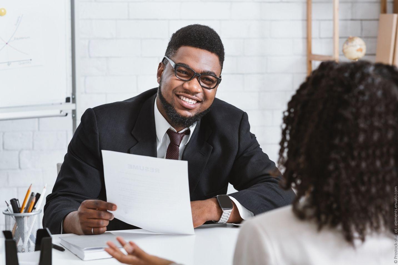 Wie Headhunter gerade im Sales häufig besser qualifizierte Mitarbeiter finden